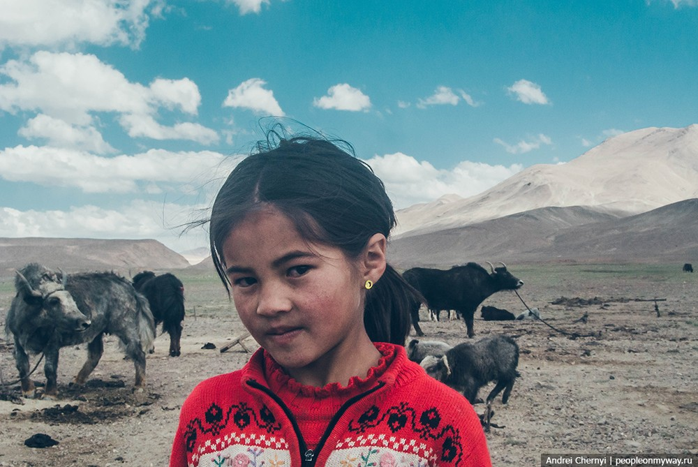 how do people live in the pamir mountains