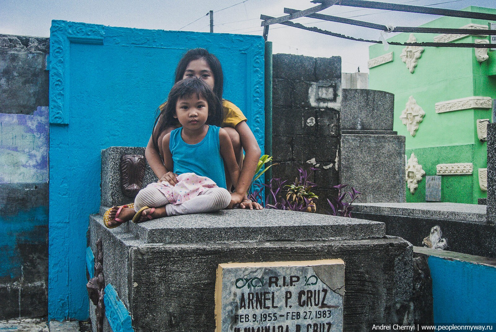 Life among the dead: how people live on the cemetery  on the Philippines